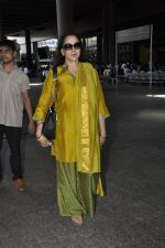 Hema Malini snapped at airport in Mumbai on 2nd June 2016 (12)_57512810a31ee.JPG
