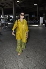 Hema Malini snapped at airport in Mumbai on 2nd June 2016 (18)_575128196d1b3.JPG