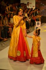 Anita Hassanandani on ramp for Kids fashion week on 3rd June 2016 (7)_5752d2db847da.JPG