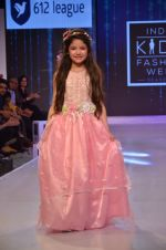 Harshaali Malhotra on ramp for Kids fashion week on 3rd June 2016 (64)_5752d2ef3a605.JPG