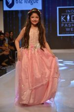 Harshaali Malhotra on ramp for Kids fashion week on 3rd June 2016 (65)_5752d2f07eb43.JPG