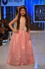 Harshaali Malhotra on ramp for Kids fashion week on 3rd June 2016 (67)_5752d2f4904de.JPG
