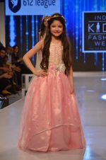 Harshaali Malhotra on ramp for Kids fashion week on 3rd June 2016 (68)_5752d2f6704b5.JPG