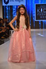 Harshaali Malhotra on ramp for Kids fashion week on 3rd June 2016 (69)_5752d2f795d5e.JPG
