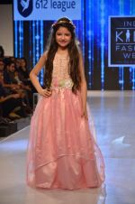 Harshaali Malhotra on ramp for Kids fashion week on 3rd June 2016 (70)_5752d2f8b7eb4.JPG