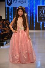 Harshaali Malhotra on ramp for Kids fashion week on 3rd June 2016 (71)_5752d2f9d71f8.JPG