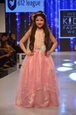 Harshaali Malhotra on ramp for Kids fashion week on 3rd June 2016 (72)_5752d2fad14f0.JPG