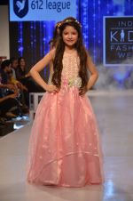 Harshaali Malhotra on ramp for Kids fashion week on 3rd June 2016 (75)_5752d2fd5b288.JPG