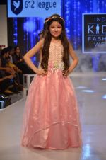 Harshaali Malhotra on ramp for Kids fashion week on 3rd June 2016 (76)_5752d2fe3ea82.JPG