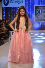 Harshaali Malhotra on ramp for Kids fashion week on 3rd June 2016 (77)_5752d2ff43baa.JPG