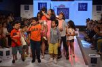 Juhi Parmar on ramp for Kids fashion week on 3rd June 2016 (81)_5752d2f96e066.JPG