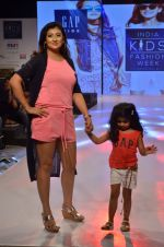 Juhi Parmar on ramp for Kids fashion week on 3rd June 2016 (86)_5752d2fc8c088.JPG