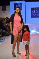 Juhi Parmar on ramp for Kids fashion week on 3rd June 2016 (87)_5752d2fd2780c.JPG