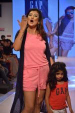Juhi Parmar on ramp for Kids fashion week on 3rd June 2016 (89)_5752d2fe49039.JPG