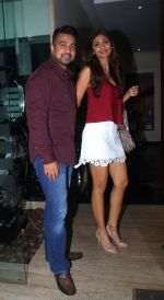 Shilpa Shetty, Raj Kundra snapped on her bday on a dinner date on 3rd June 2016