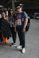 Swapnil Joshi snapped in Mumbai airport on 4th June 2016 (16)_57540719ba677.JPG