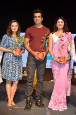 Dia Mirza, Sonu Sood, Pooja Batra at Asif Bhamla foundation event on world environment day in Mumbai on 5th June 2016 (76)_57551b1b33747.JPG