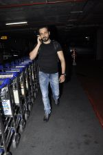 Emraan Hashmi snapped at airport in Mumbai on 5th June 2016 (6)_57550af695f3e.JPG