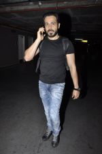 Emraan Hashmi snapped at airport in Mumbai on 5th June 2016 (7)_57550af741a87.JPG