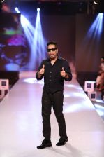 MIKA SINGH at INDIA KIDS FASHION WEEK on 5th June 2016_575522ef335a3.JPG