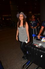 Parineeti Chopra snapped in Mumbai airport on 6th June 2016
