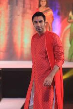 Sandip Soparrkar Power Walk to revive Maharashtrain fabrics at National School Of performing Arts (2)_57564e743aa11.jpg