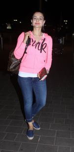 Ameesha Patel at airport on 7th June 2016 (13)_5757b52920a50.JPG