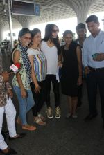 Shraddha Kapoor snapped at airport on 8th June 2016 (7)_575976802f158.JPG