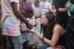 Lauren Gottlieb snapped interacting with street kids on 9th June 2016 (11)_575a82b0d1285.JPG