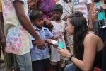 Lauren Gottlieb snapped interacting with street kids on 9th June 2016 (12)_575a82b15bf34.JPG
