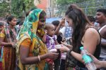 Lauren Gottlieb snapped interacting with street kids on 9th June 2016 (14)_575a82b273873.JPG