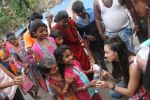 Lauren Gottlieb snapped interacting with street kids on 9th June 2016 (16)_575a82b37e062.JPG