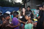 Lauren Gottlieb snapped interacting with street kids on 9th June 2016 (2)_575a82ac44c92.JPG