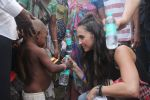Lauren Gottlieb snapped interacting with street kids on 9th June 2016 (21)_575a82b649356.JPG