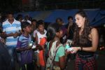 Lauren Gottlieb snapped interacting with street kids on 9th June 2016 (5)_575a82add36ef.JPG