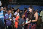 Lauren Gottlieb snapped interacting with street kids on 9th June 2016 (6)_575a82ae5a03c.JPG
