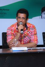 Sharman Joshi at the Press Conference for the announcement and signing of Brand Ambassador of global movement Round Table India - 1_575a880c68527.JPG