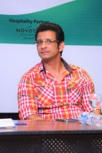 Sharman Joshi at the Press Conference for the announcement and signing of Brand Ambassador of global movement Round Table India - 2_575a8807ac772.JPG