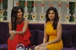 Shilpa Shetty, Shamita Shetty on the sets of Kapil Sharma show on 9th June 2016 (23)_575a85bbce81c.JPG
