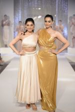 Sonam Kapoor walks the ramp for Pernia Qureshi_s standalone show on 9th June 2016 (107)_575a84bfd9b67.JPG