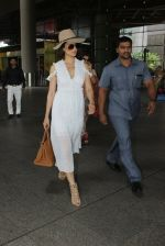 Kangana Ranaut snapped at airport on 10th May 2016 (19)_575c3046debb0.JPG