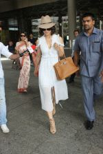 Kangana Ranaut snapped at airport on 10th May 2016 (21)_575c304847dd0.JPG