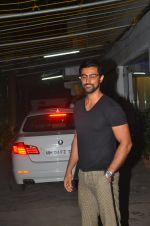Kunal Kapoor snapped at a screening on 10th June 2016 (5)_575c3011927be.JPG