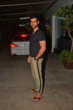 Kunal Kapoor snapped at a screening on 10th June 2016 (6)_575c301271d92.JPG