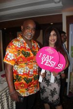 Former Indian cricket player Vinod Kambli and Bollywood singer Shibani Kashyap during the Global Wellness Day celebration, in Mumbai, India on June 11, 2016 (7)_575d24f605cfc.JPG