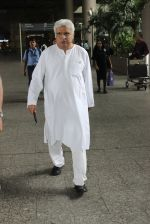 Javed Akhtar snapped at the Airport on June 11th 2016 (1)_575cebec6832a.JPG
