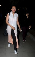 Sonakshi Sinha snapped while going out to dinner on 11th June 2016 (2)_575d341daab35.JPG