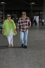 Govinda with wife Sunita Ahuja snapped at Airport on 13th June 2016 (9)_575ee49826886.JPG