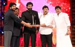 Chiranjeevi at CINEMAA AWARDS red carpet on 13th June 2016 (6)_575f81e0247e9.jpg