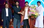 Chiranjeevi at CINEMAA AWARDS red carpet on 13th June 2016 (90)_575f81e9cb5dd.jpg